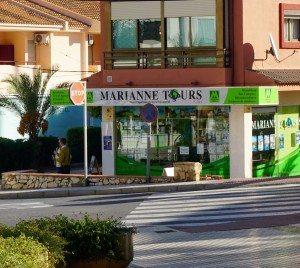 Reisebyrået i Albir ligger veldig sentralt, på vei til  strandpromenaden.