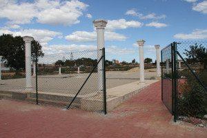 Foreløpig er parken i La Siesta inngjerdet, men porten er åpen. Kommunen vet ikke helt hvem de skal lytte mest til…