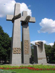 Dette monumentet er reist etter at innbyggerne i byen i 1956 gjorde opprør mot kommunismen.