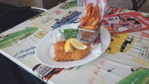Husets hjemmelagede hamburgere, Chilli con carne og Fish&Chips er de mest populære rettene ved spisestedet.