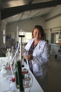 Cathrine Schalde har tatt sommelierutdannelse og har ansvaret for vinproduksjonen.