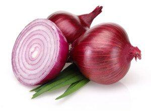 Rødløk er sunt, godt og brukes i mange typer matretter – som for eksempel salat.