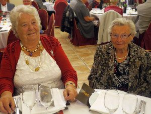 Mally Strøm og Berit Grotmol er t virkelige veteraner i Den Norske Klubben – begge er 86 gamle.