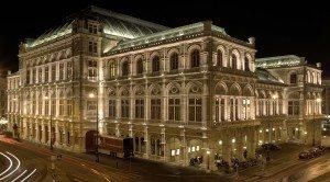 Statsoperaen holder til i denne staselige bygningen i Wien.